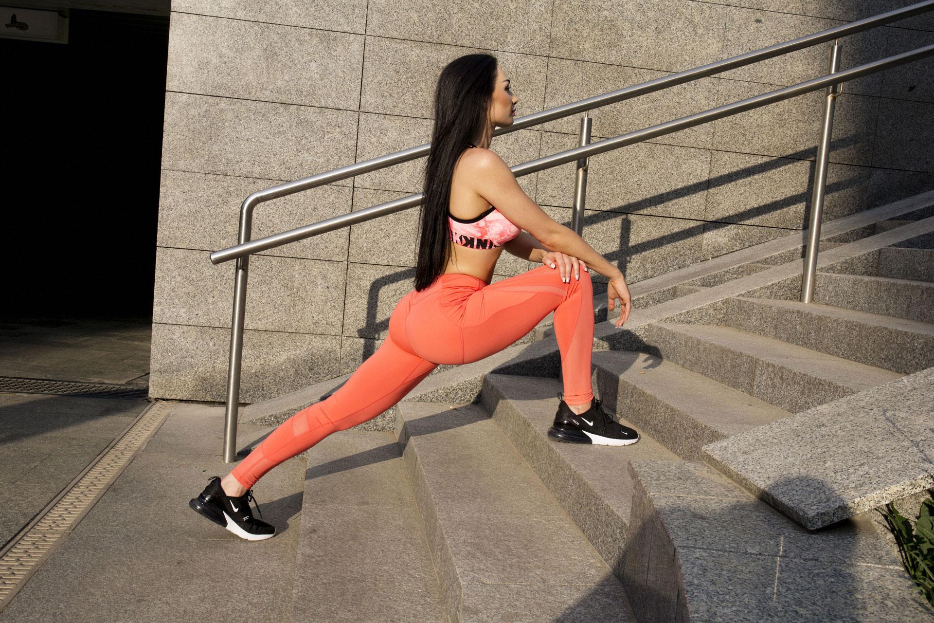 paula na schodach